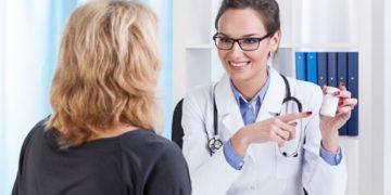 vrach podbiraet lekarstvo 360x180 - У спокойных людей диабет возникает реже