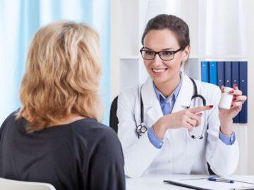 vrach podbiraet lekarstvo 360x270 - У спокойных людей диабет возникает реже