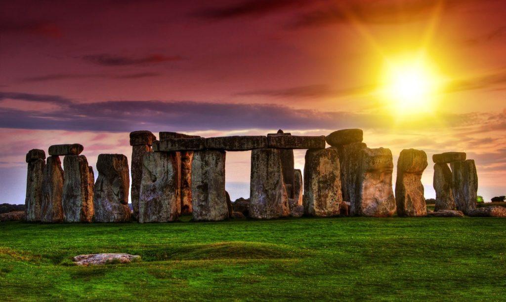 stonehenge 9 1024x612 - 20 чудес света. Так ли они чудесны на самом деле?
