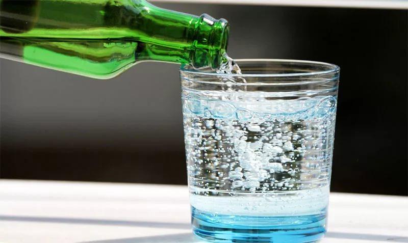 102 - Что полезнее пить: газированную воду или воду без газа?