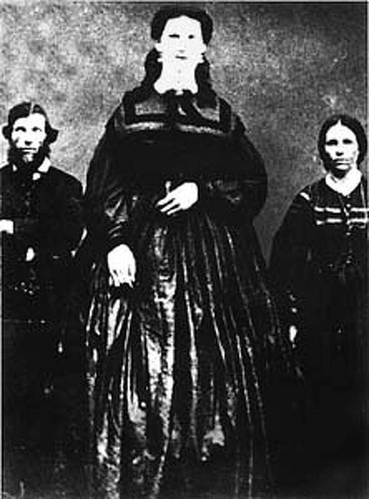 20404115 Anna Swan with her parents 1530524973 728 3081ec6ec7 1531129170 - Как сложились судьбы людей, рождение которых возможно примерно раз на миллион