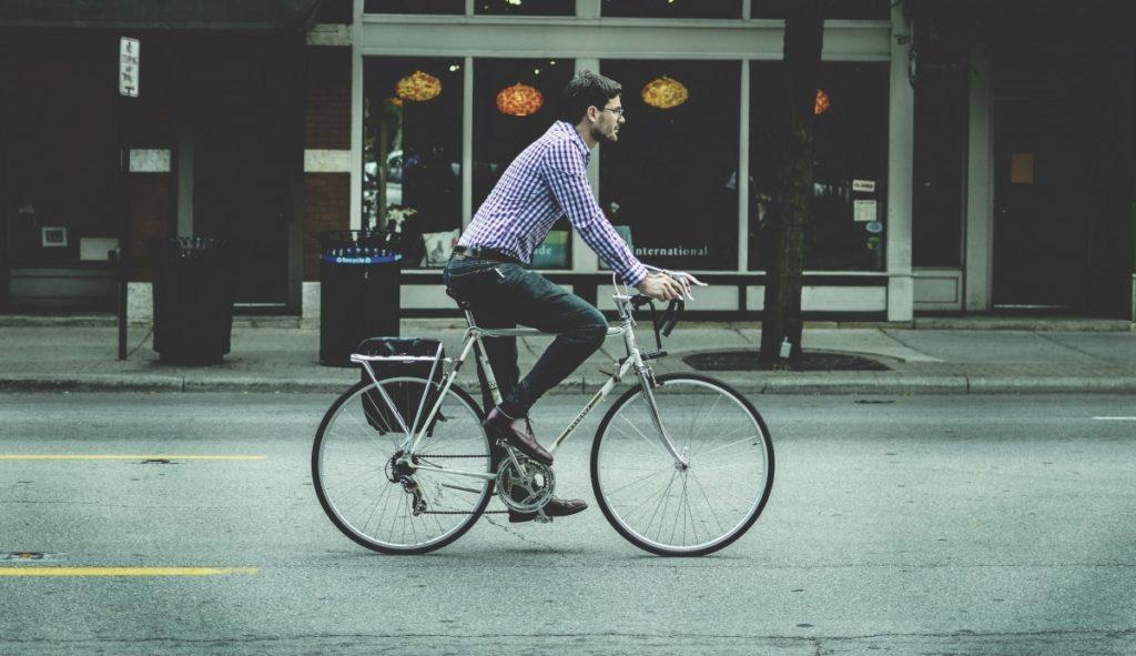 bicycle bike male man person riding road 958813.jpgd  1024x591 - 30 коротких фактов про велосипед