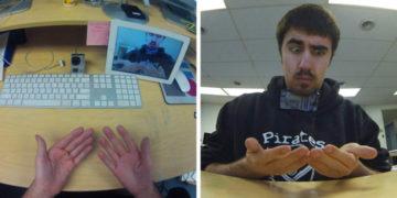 2 15 700x366 360x180 - У парня в сети спросили, как он сделал фото своих рук. Он показал, но вопросов стало только больше