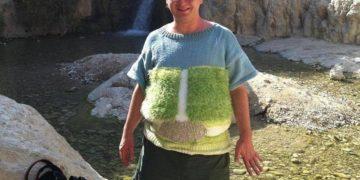 21 1956 547818330 360x180 - Мужчина вяжет свитера с изображением знаменитых мест, а затем посещает их