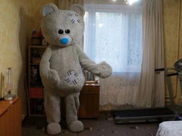 2 23 700x366 360x270 - Мужчина решил сдать квартиру оригинальным способом: показал её с помощью медведя. Вышло криповато