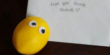 fayyapchvrsaonpmglrdo 700x366 360x180 - Учительница решила узнать, почему ученики стали молча приносить ей фрукты, и провела расследование