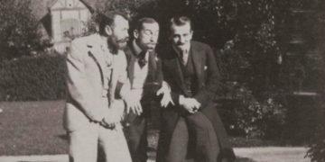 main321 360x180 - Император Николай II дурачится с друзьями на фотографиях 1899 года