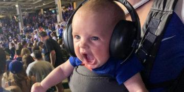 1565171490 ebb8980a11d96b68e30b270ef1b9cbed 360x180 - Фото эмоционального малыша с бейсбольного матча стало отличным поводом для фотошоп-баттла. Оле-оле!