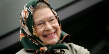 1567588501 6bd7e41275ffcf86ca3f2439b8388eba 700x366 360x180 - «А вы встречали королеву?»: туристы не узнали Елизавету II, но у неё нашёлся королевский ответ